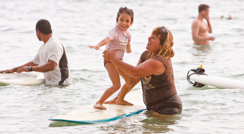 children_learn_to_surf_Waikiki