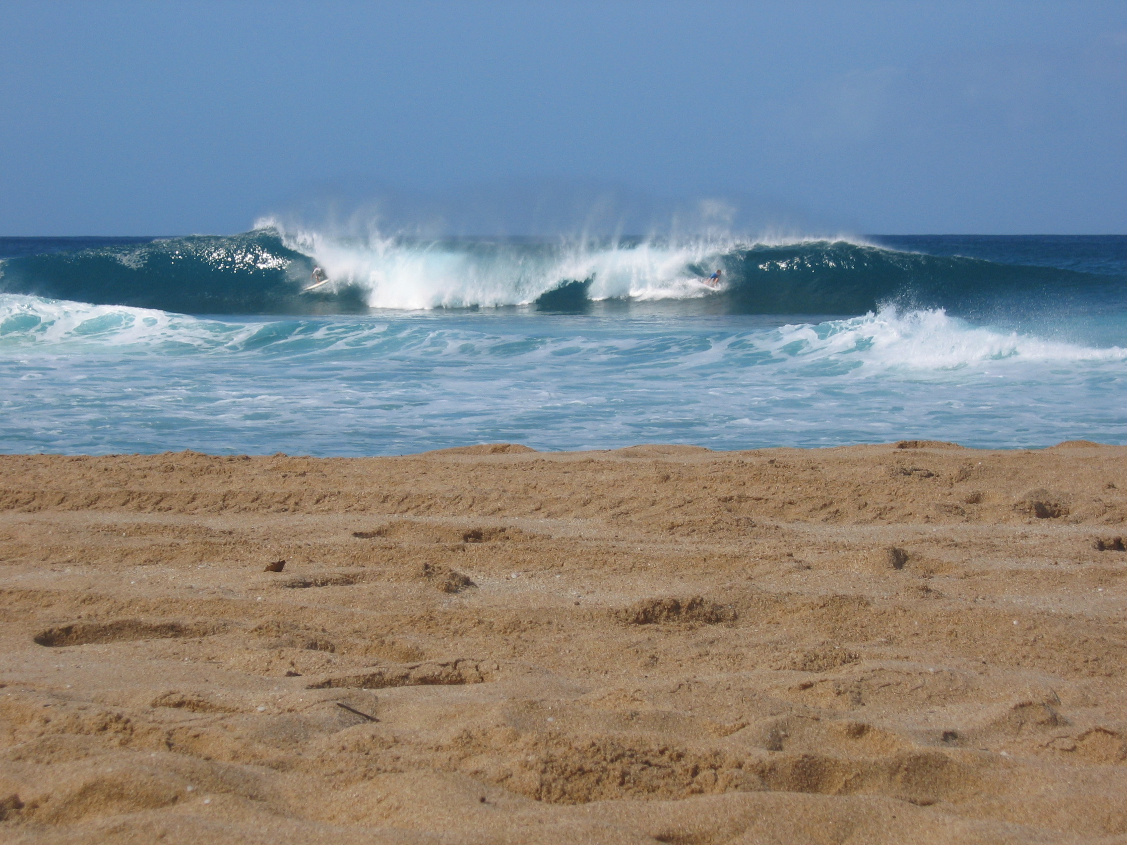 Surfing North Shore Surf Spots: Pipe, Sunset, Velzy, Chunns & more